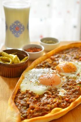 トルコ料理☆ビスマルク風ひき肉のピデ