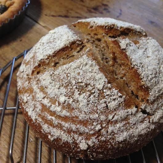 天然酵母の60%ライ麦パン