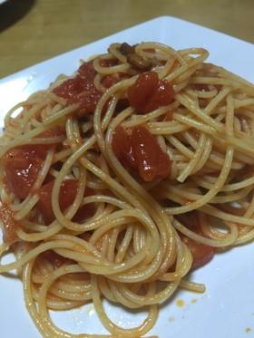シンプルなトマトソーススパゲティ。