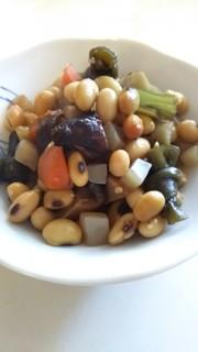 ダッチオーブンで五目豆の写真