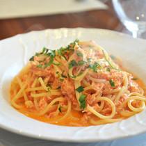 スパゲティー ズワイガニのトマトクリームソース