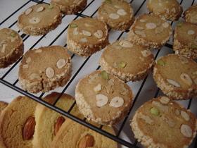 クッキーミックスでナッツごろごろクッキー