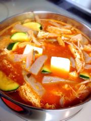 テンジャンチゲ(納豆を使った味噌チゲ)の写真