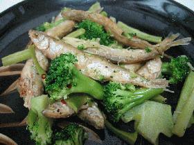 ワカサギとブロッコリーの炒め物
