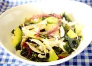 アボカドとささみの海藻サラダの写真