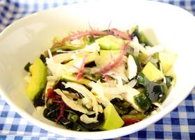 アボカドとささみの海藻サラダ