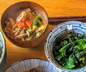 【具沢山】しめじと小松菜のお味噌汁