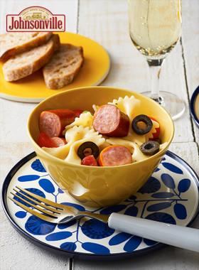 ジョンソンヴィルとトマトのパスタサラダ