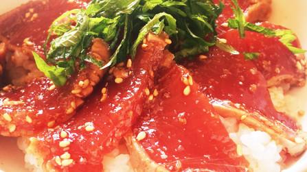 胡麻ダレが美味しい!カツオ丼