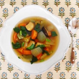 鶏むね肉と野菜のカレー風味スープ