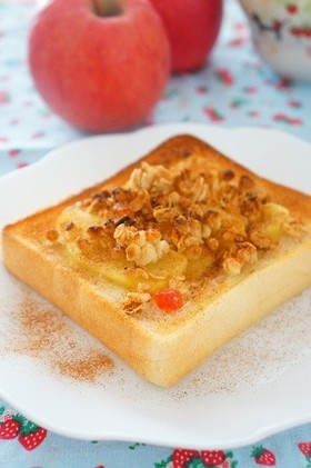 りんごとフルーツグラノーラのトースト