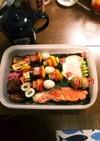 彩りピック賑やか玉手箱海苔鮭弁当★運動会