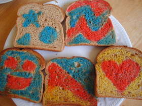 食紅でかわいい~トースト