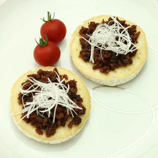 カマンベール肉焼き味噌のせ