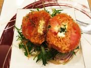 丸ごとトマトのチキンコロッケの写真