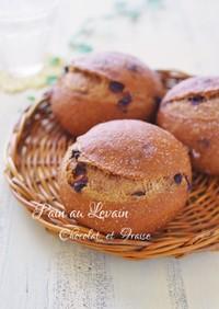 ルヴァン種のチョコと苺のパン