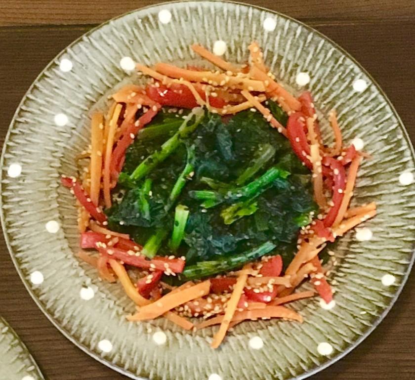 ☆胡麻は白と黒、野菜は赤と緑のお浸し