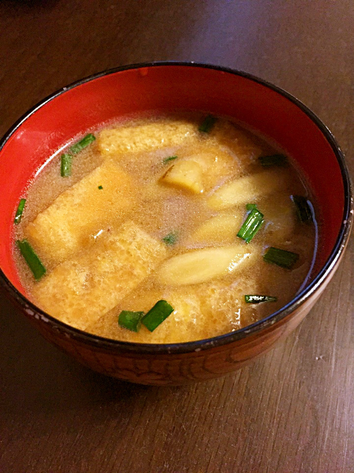 ひげ茶とごぼうと油揚げの味噌汁