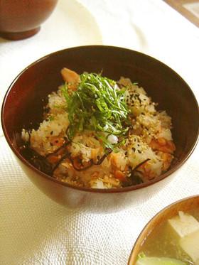 塩鮭と塩昆布で☆安い・簡単まぜご飯