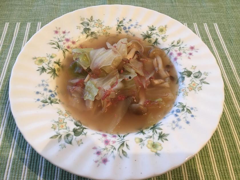 キャベツとコンビーフの簡単スープ