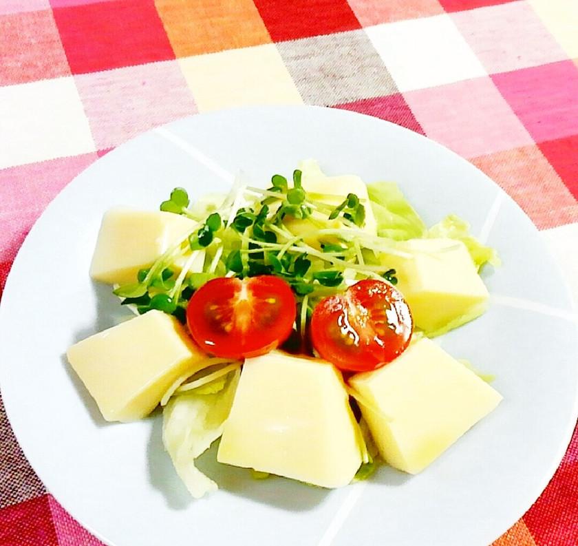 たまご豆腐とレタス・かいわれのサラダ♪