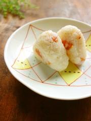 チーズとベーコンのオイルおにぎりの写真
