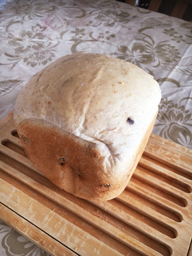 HBクルミとドライフルーツふわふわ食パン