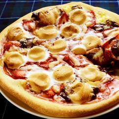 いちごとマシュマロのチョコレートピザ