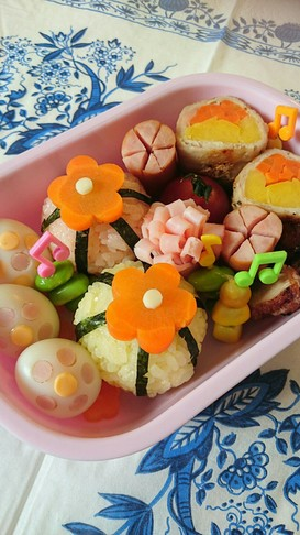遠足のお弁当♪うずらのお花デコ♪キャラ弁