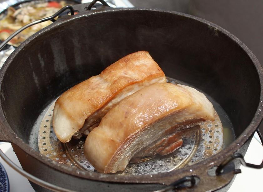 ダッチオーブンで二度美味しい塩豚