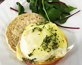卵とハムのチーズ焼き(やよい会)