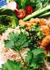 パリパリ鶏皮と蒸し鶏!台湾料理鶏肉飯。
