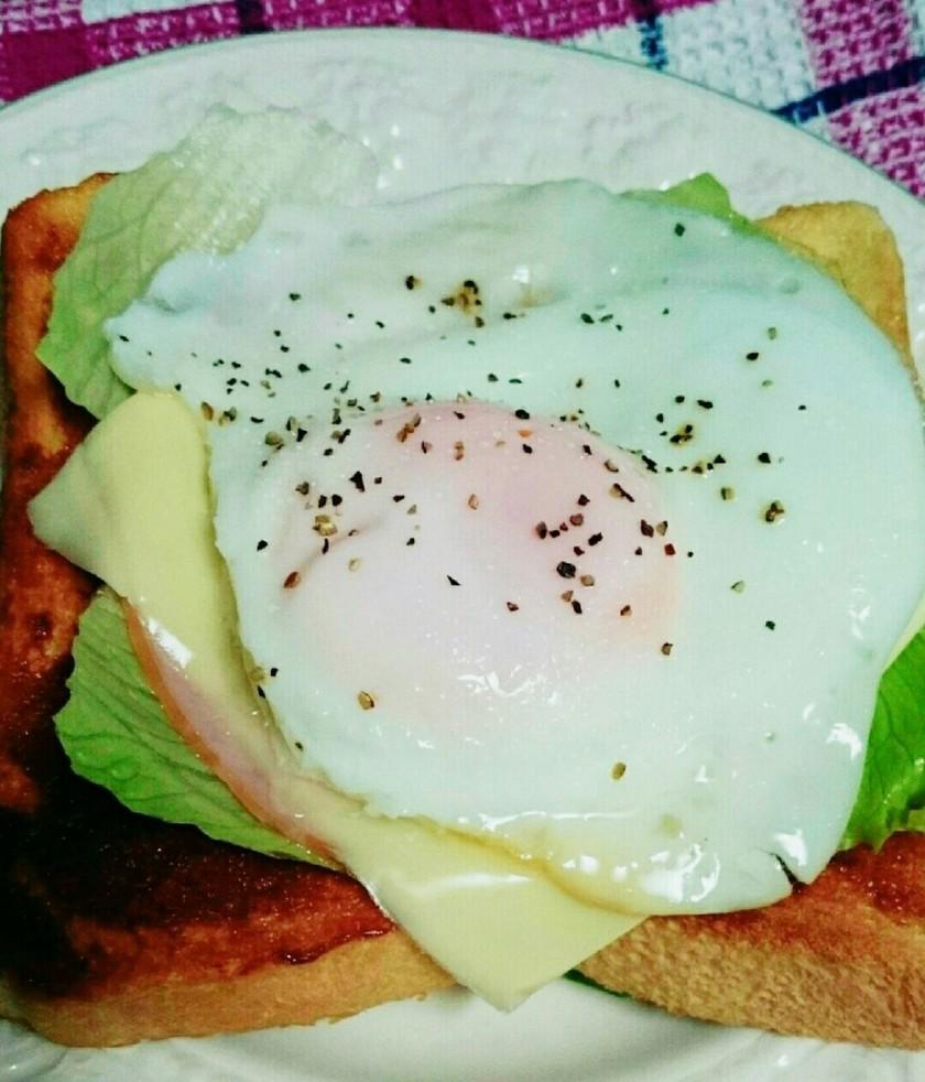 朝食にハムチーズで♪目玉焼きトースト