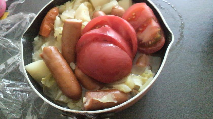 キャベツたっぷり、トマトのポトフ