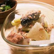 鮭缶で☻大根の煮物の写真