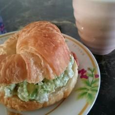 アボカド&キヌアのサンドイッチ