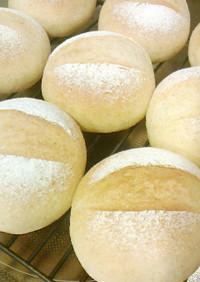 ゆっくり発酵・牛乳で作る全粒粉入り丸パン