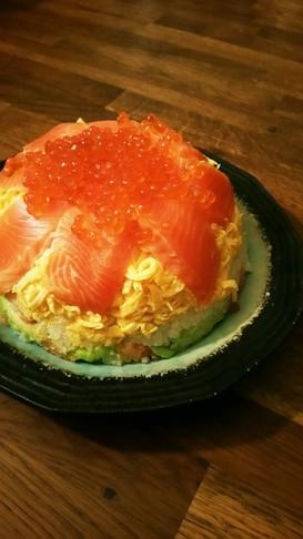 サーモンとイクラの親子寿司ケーキ