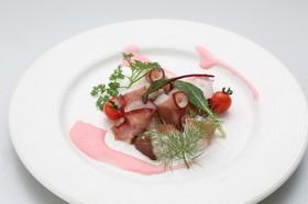 タコのパリジャン風ピンクカレーサラダ