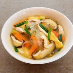 鶏ささみと油揚げのピリ辛くずきりスープ