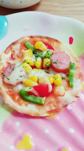 夏休みお昼☆餃子の皮で簡単のせるだけピザ