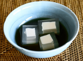 【江戸の味】こおり豆腐 (黒蜜かけ)