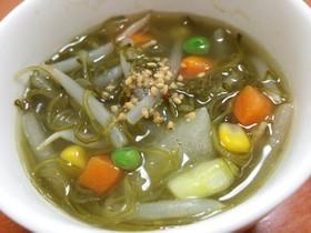 鶏を湯がいた後のめかぶスープ