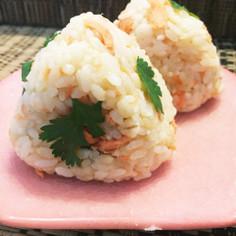 パクチーと鮭のおにぎり☆辛子酢味噌使用!