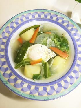 朝食ランチに春野菜とポーチドエッグスープ