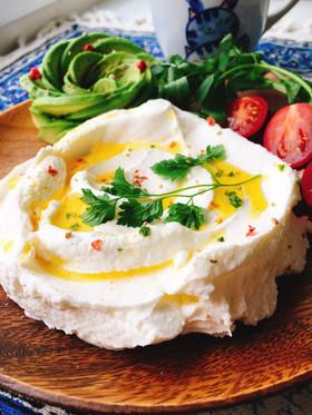 レバノン料理。水切り塩ヨーグルト ラブネ