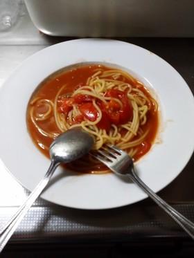 トマトソースとアンチョビのパスタ