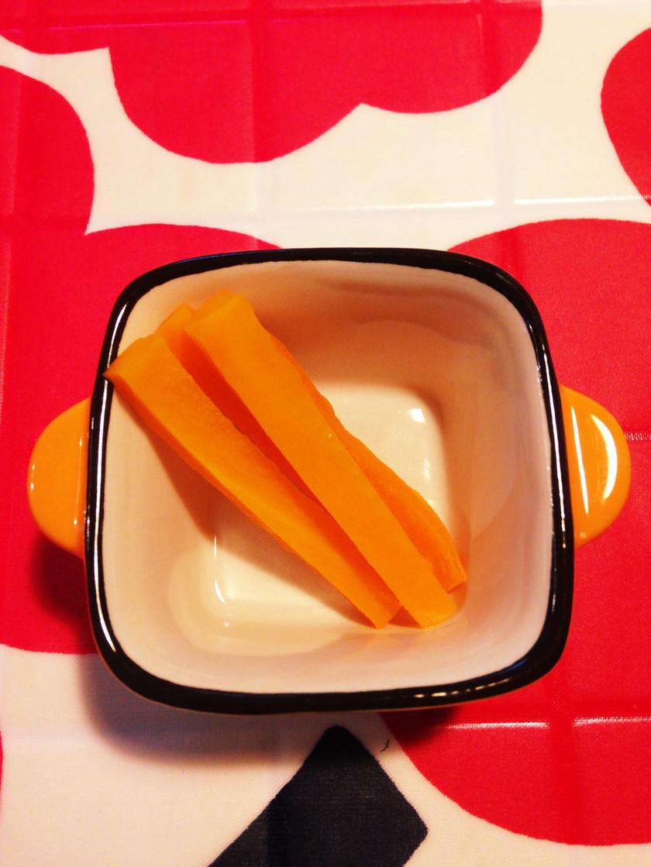 ☆離乳食中期☆レンジで簡単人参スティック
