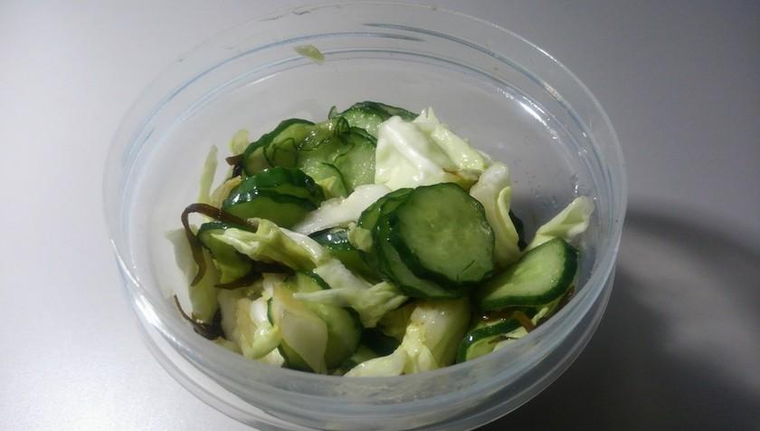 キャベツと塩昆布の浅漬けサラダ