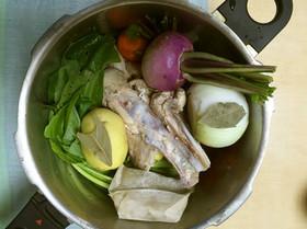 圧力鍋で!鶏と野菜のブイヨンスープ